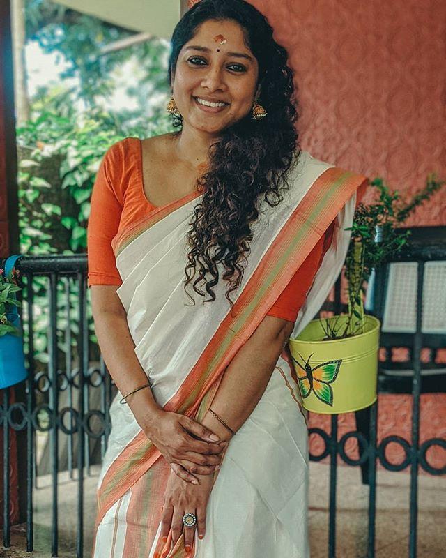 actress anumol new photos 0421-001