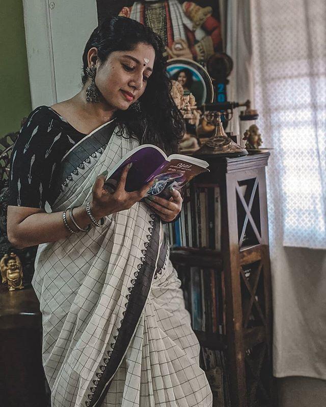actress anumol new photos 0421-005