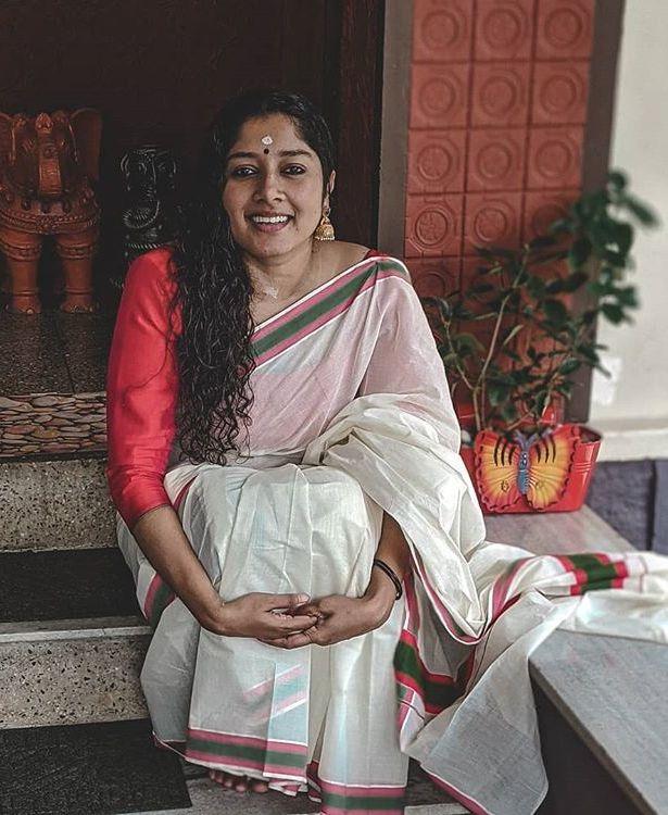 actress anumol new photos 0421-009