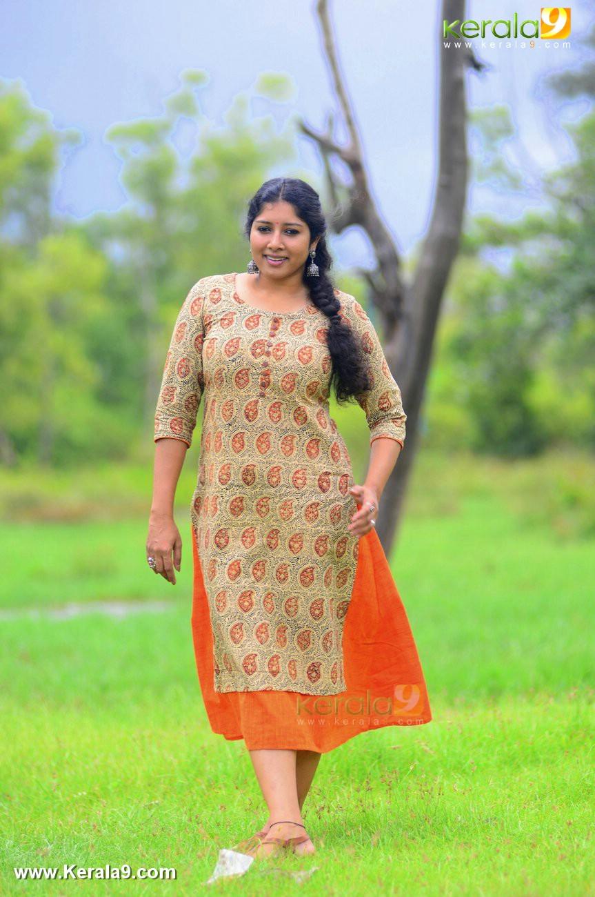 malayalam-actress-anumol-latest-photos-00581