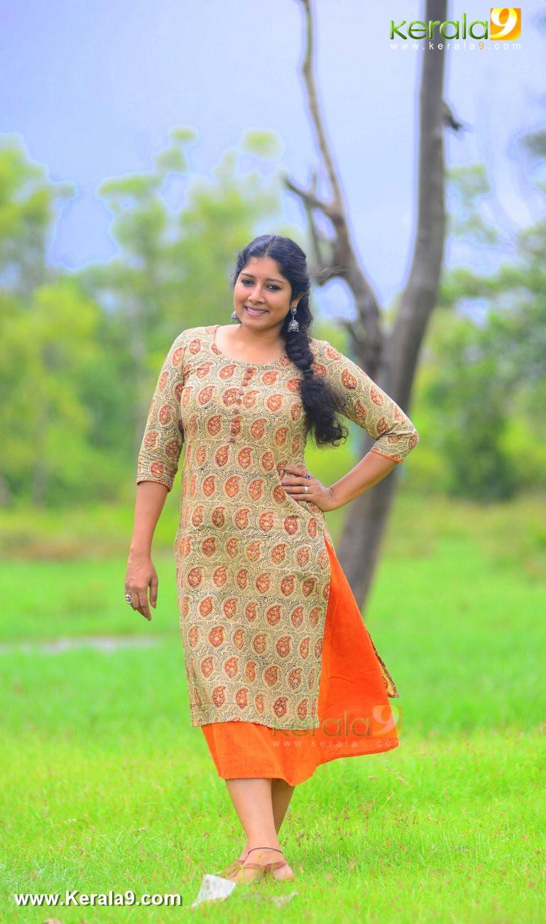 malayalam-actress-anumol-latest-photos-00710