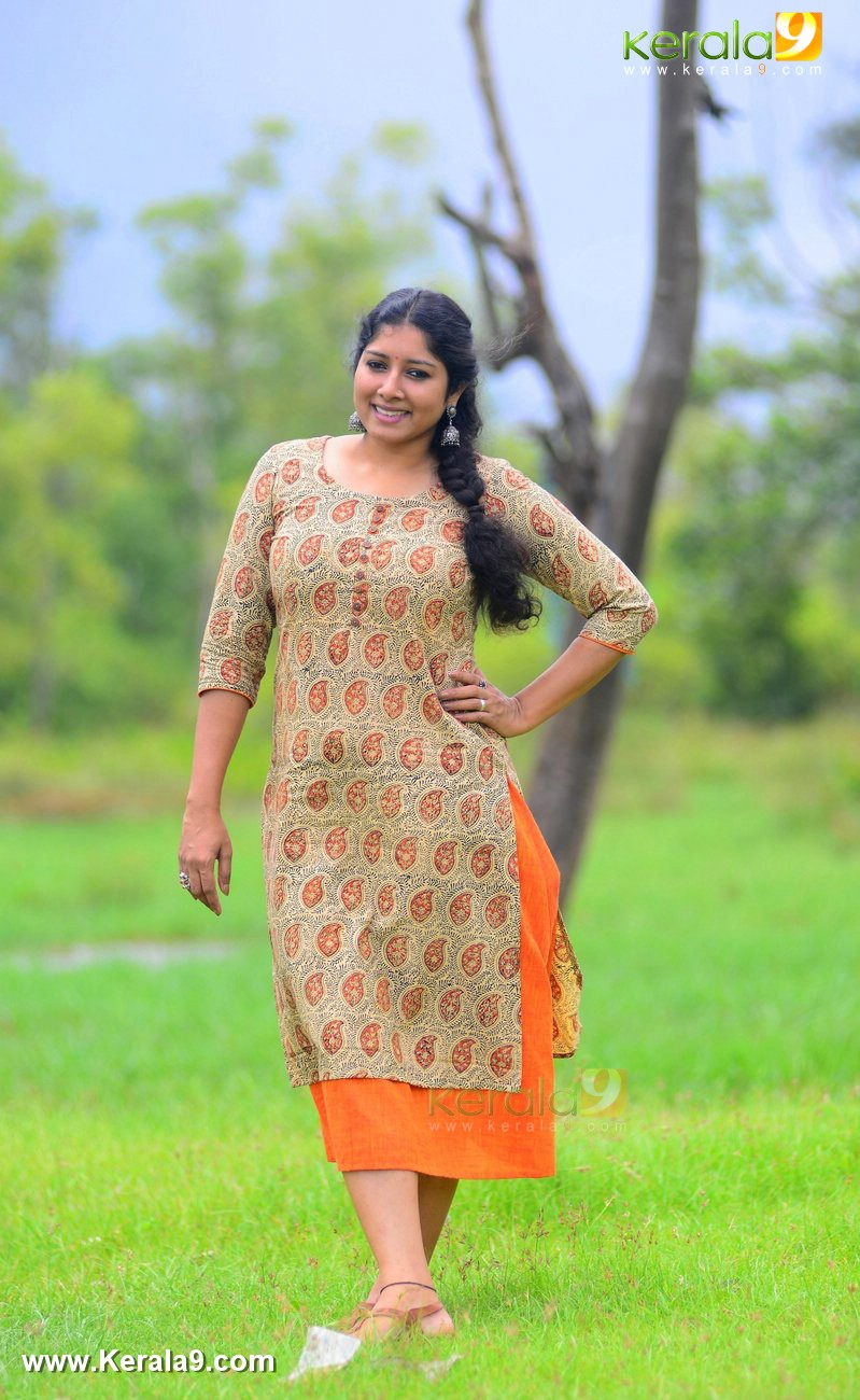 malayalam-actress-anumol-latest-photos-00889