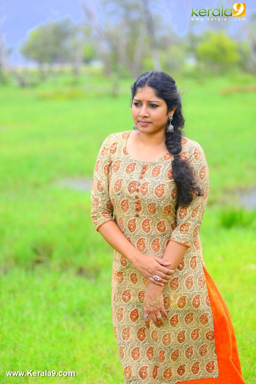 malayalam-actress-anumol-latest-photos-01385