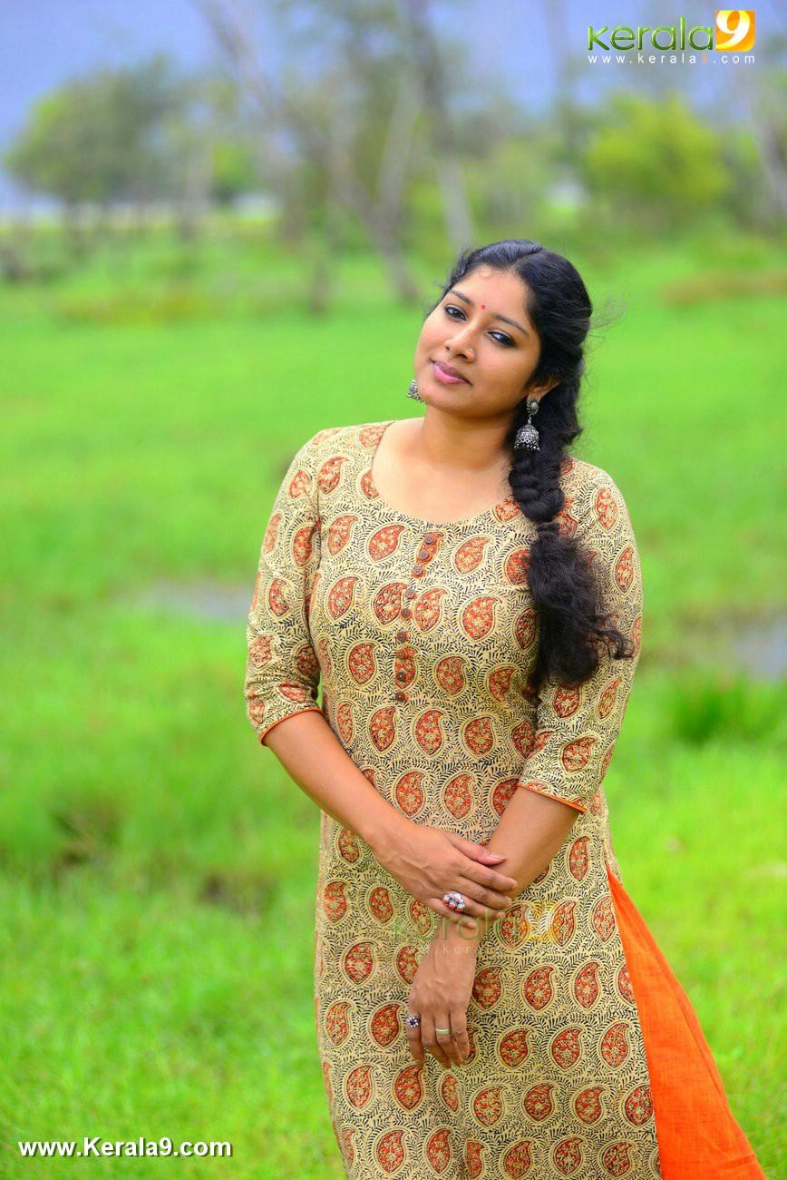 malayalam-actress-anumol-latest-photos-01498