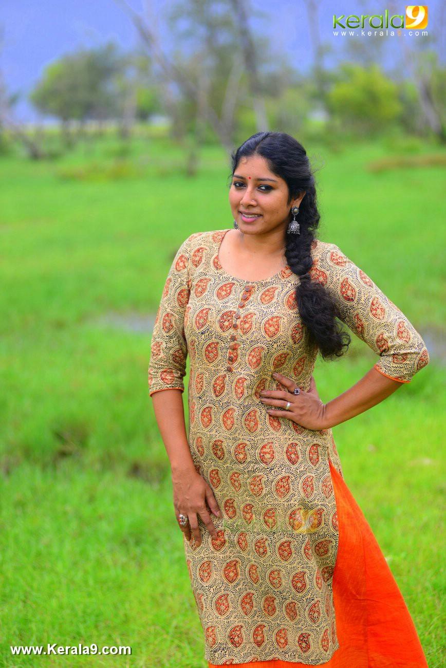 malayalam-actress-anumol-latest-photos-01521