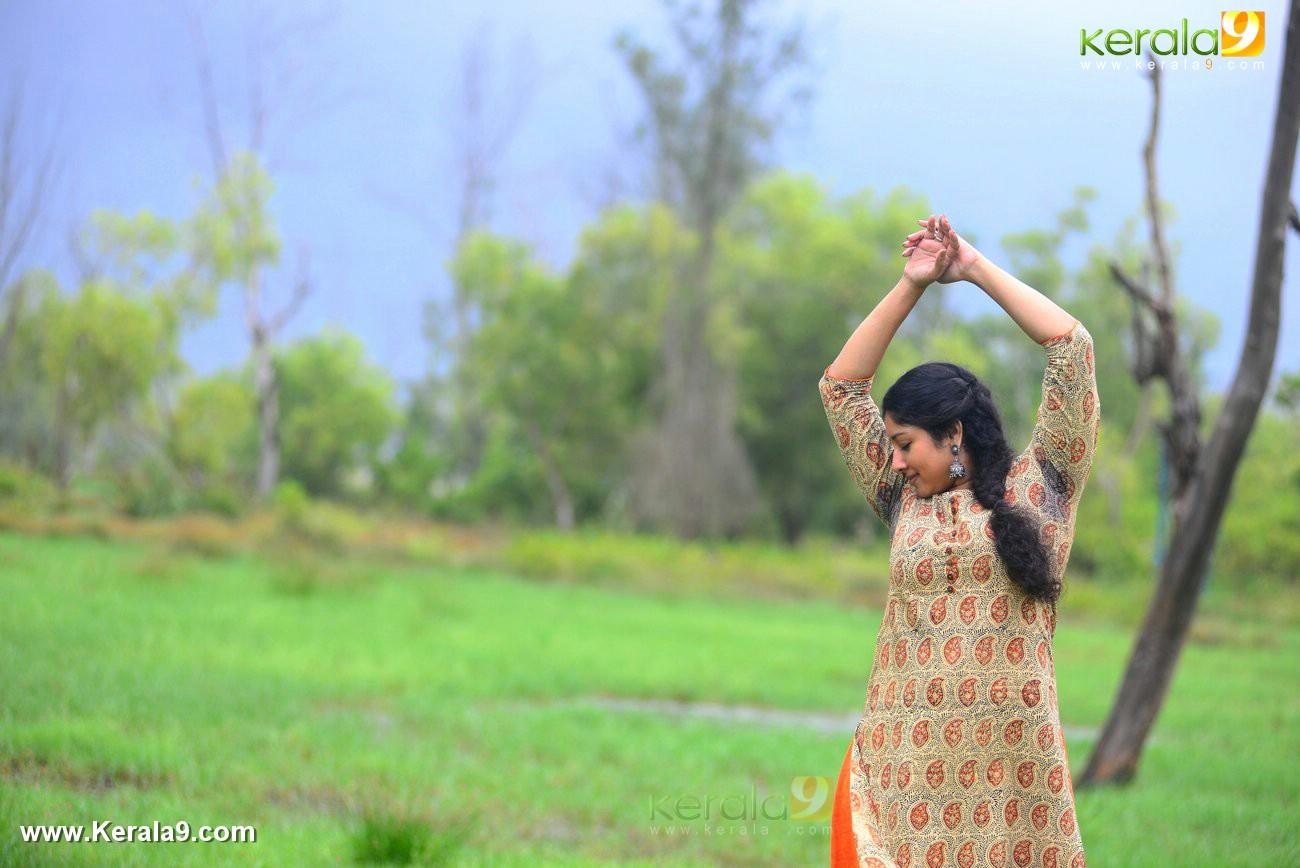 malayalam-actress-anumol-latest-photos-01976