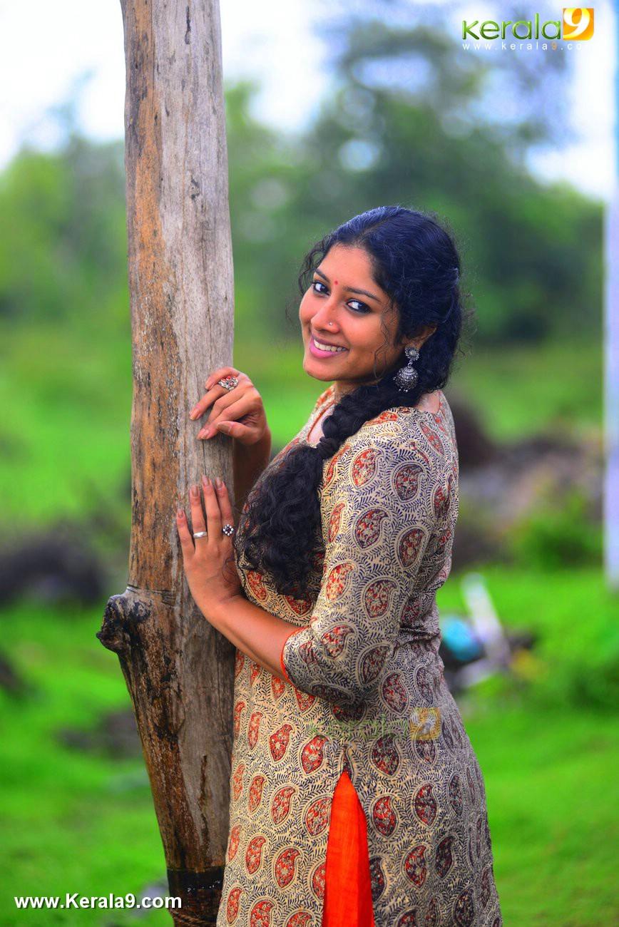 malayalam-actress-anumol-latest-photos-02596