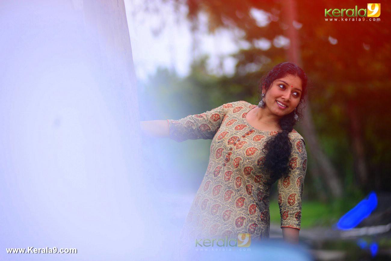 malayalam-actress-anumol-latest-photos-03077