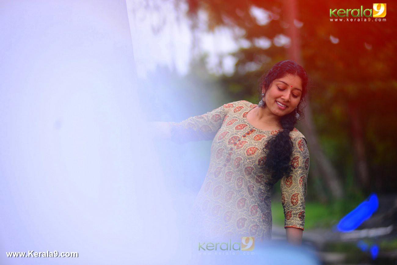 malayalam-actress-anumol-latest-photos-03127