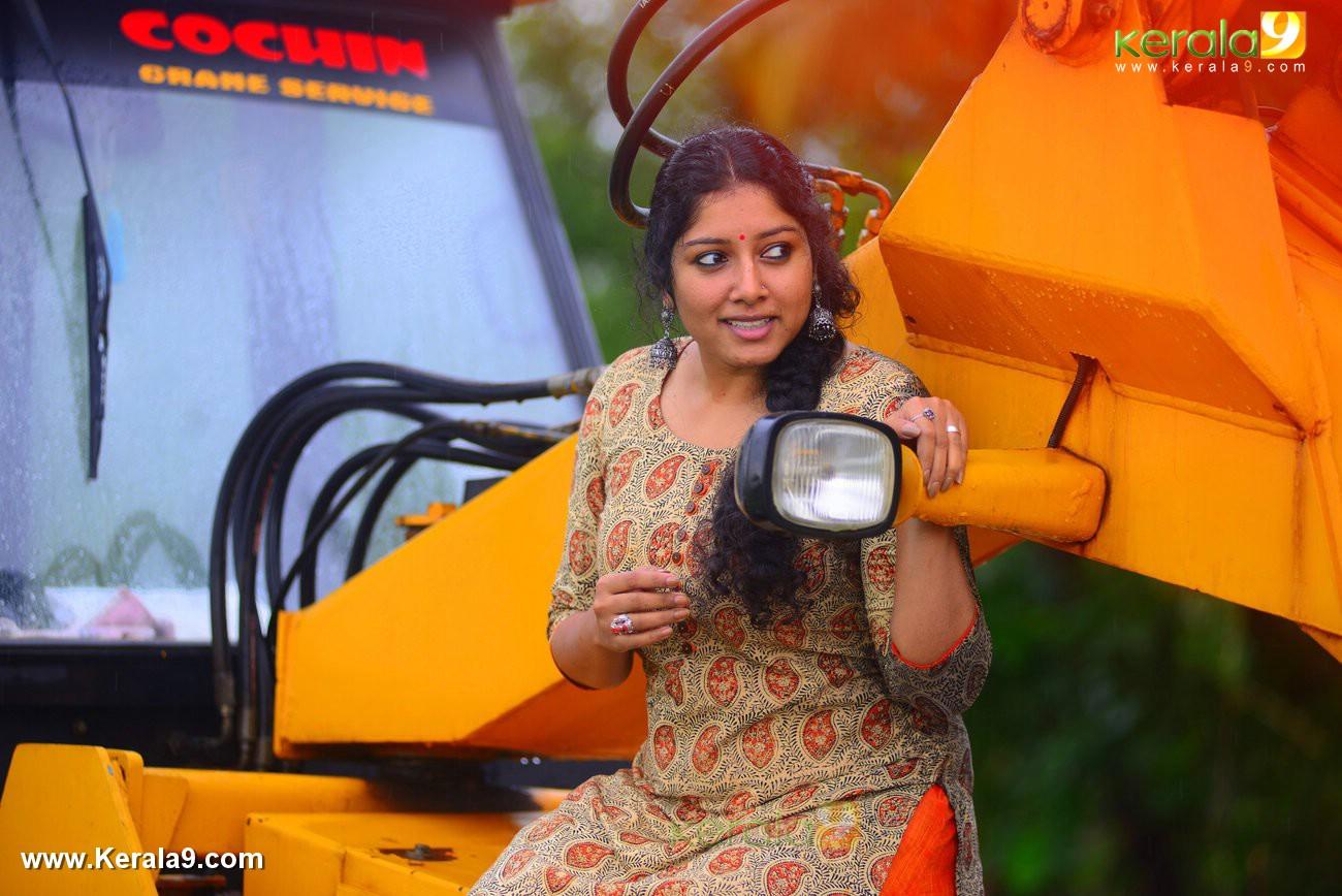malayalam-actress-anumol-latest-photos-03559