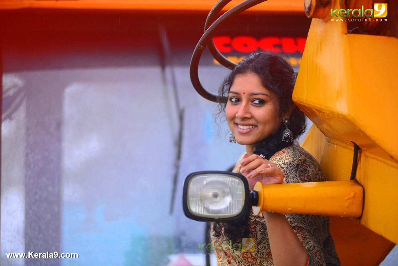 malayalam-actress-anumol-latest-photos-03710
