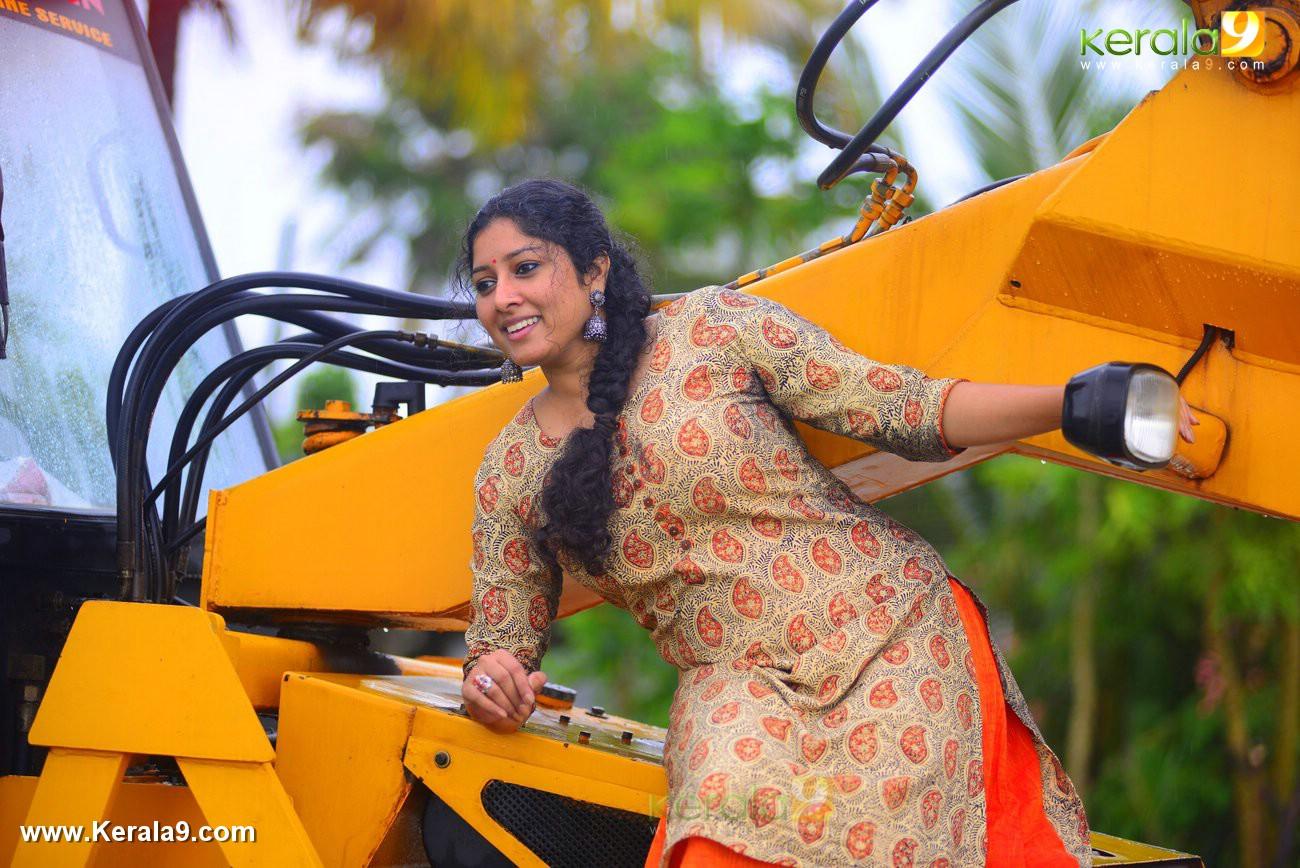 malayalam-actress-anumol-latest-photos-03864