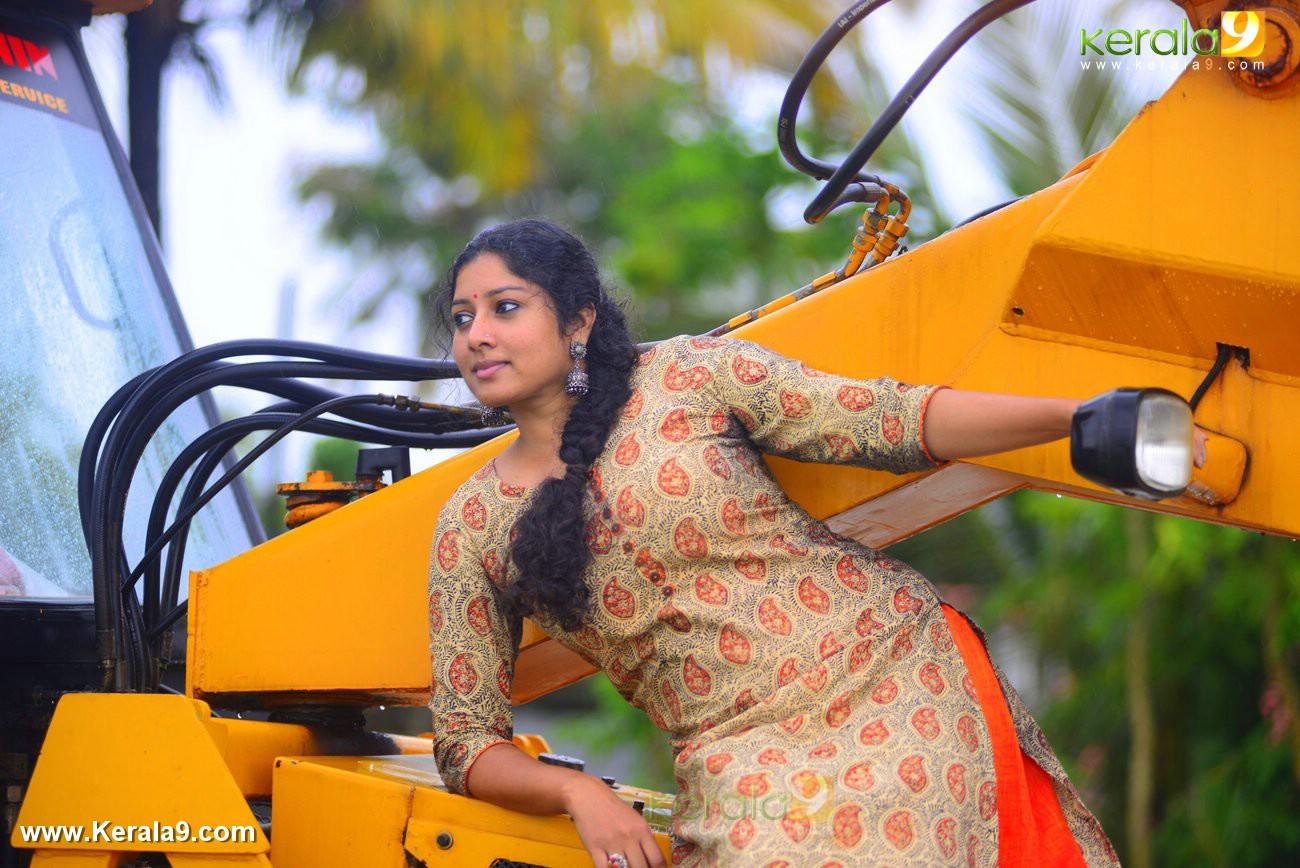 malayalam-actress-anumol-latest-photos-03991