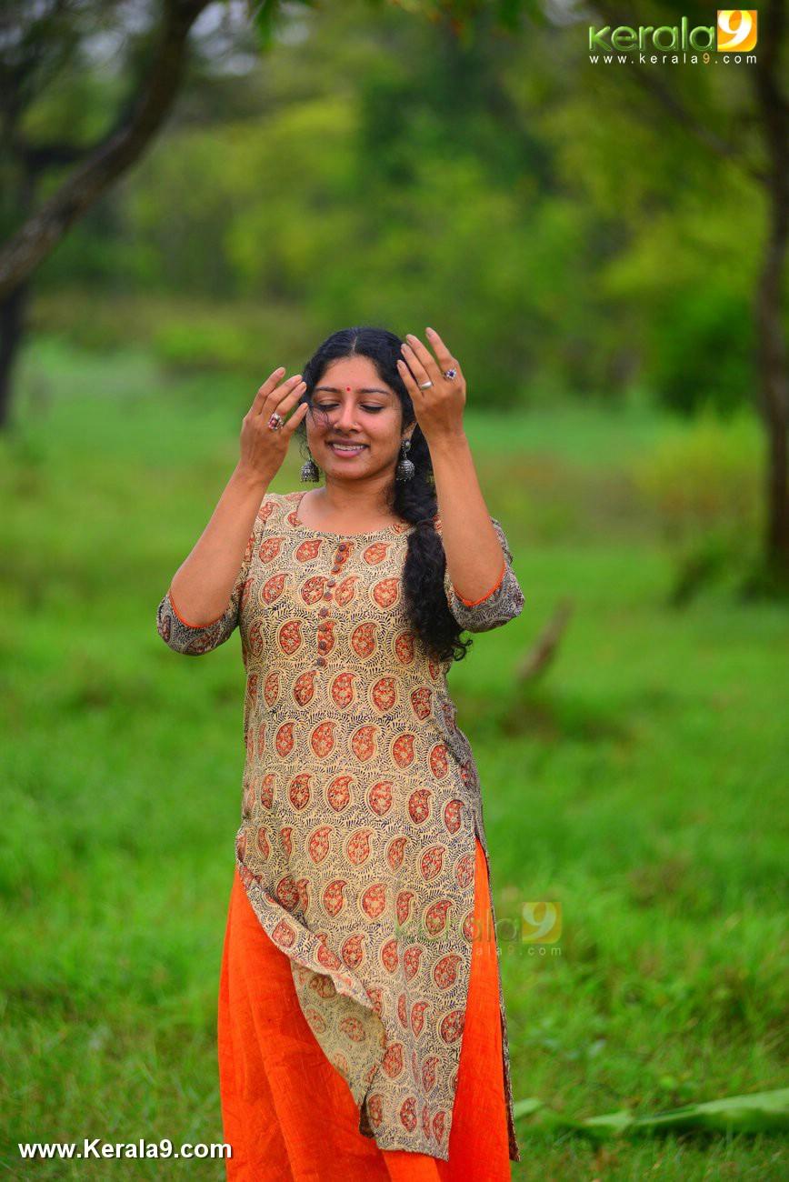 malayalam-actress-anumol-latest-photos-05087