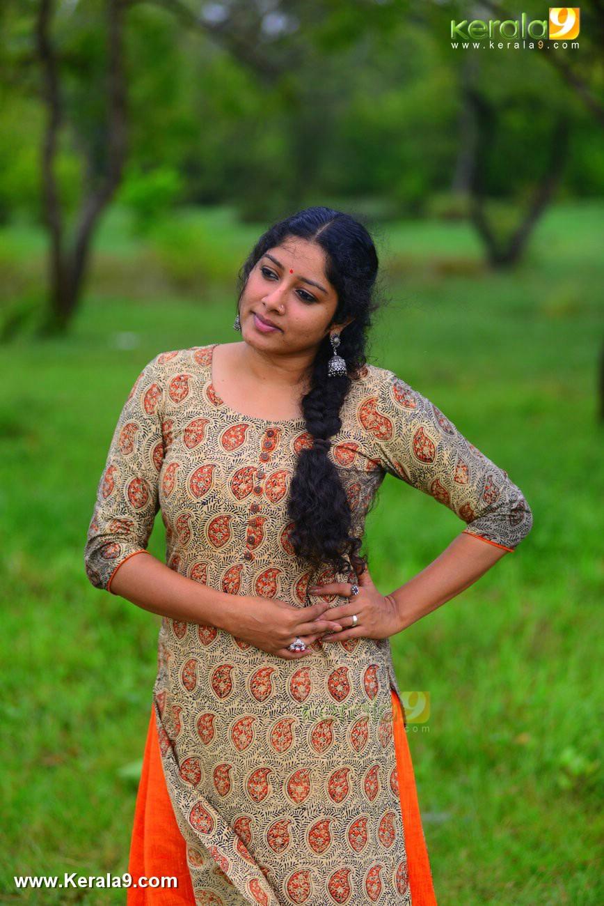 malayalam-actress-anumol-latest-photos-0527