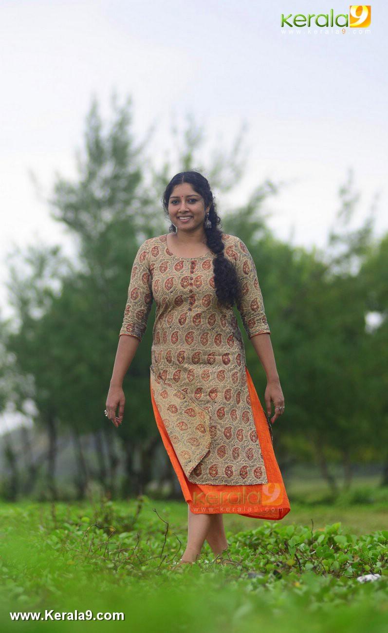 malayalam-actress-anumol-latest-photos-05623