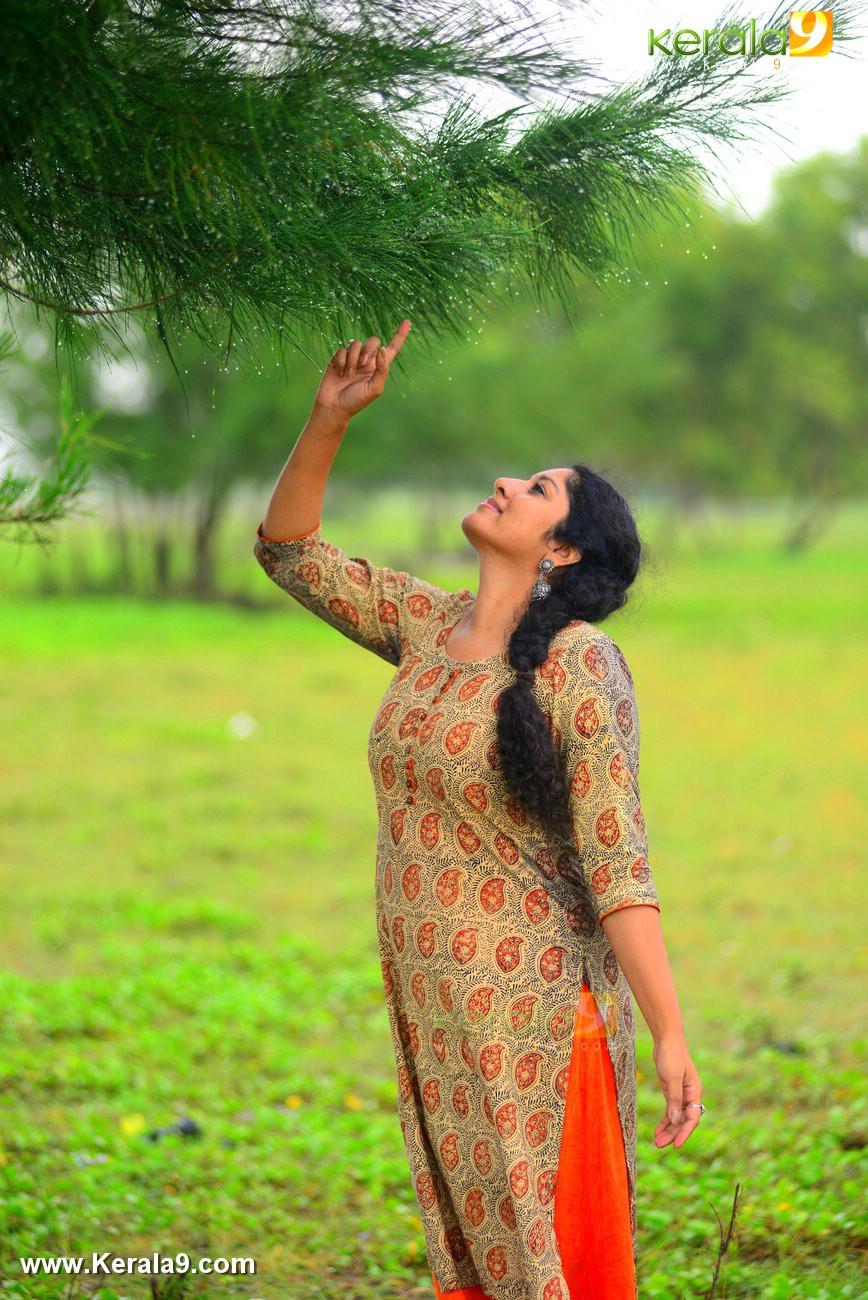 malayalam-actress-anumol-latest-photos-05956