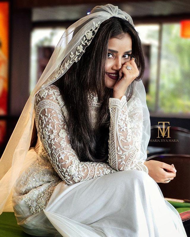 Anupama Parameswaran Photos hd2313-001