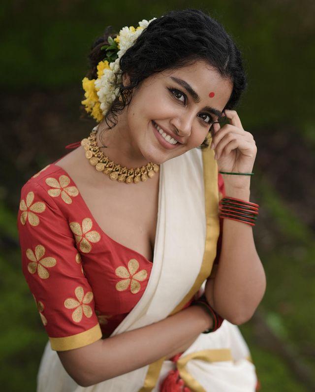 Anupama-Parameswaran-latest-onam-photos-in-kerala-sree-2021-005