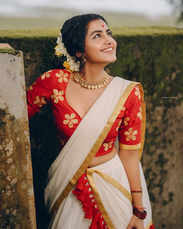 anupama-parameswaran-kerala-onam-saree-photos
