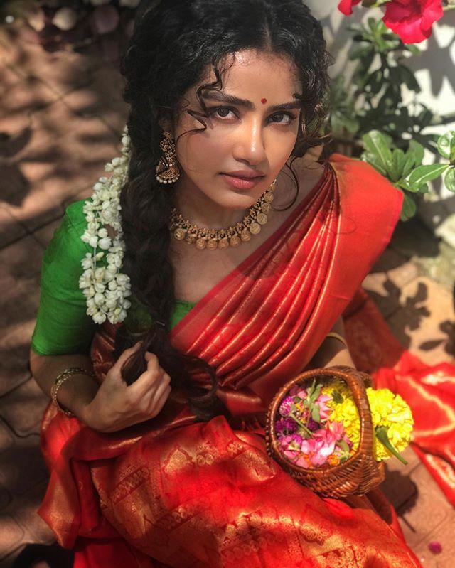 anupama parameswaran new onam saree photos