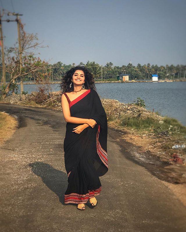 anupama parameswaran new photos1045-003