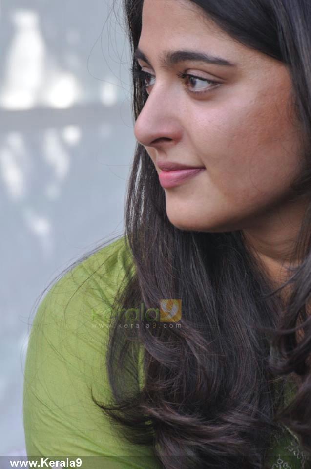 anushka-shetty-stills03-00129