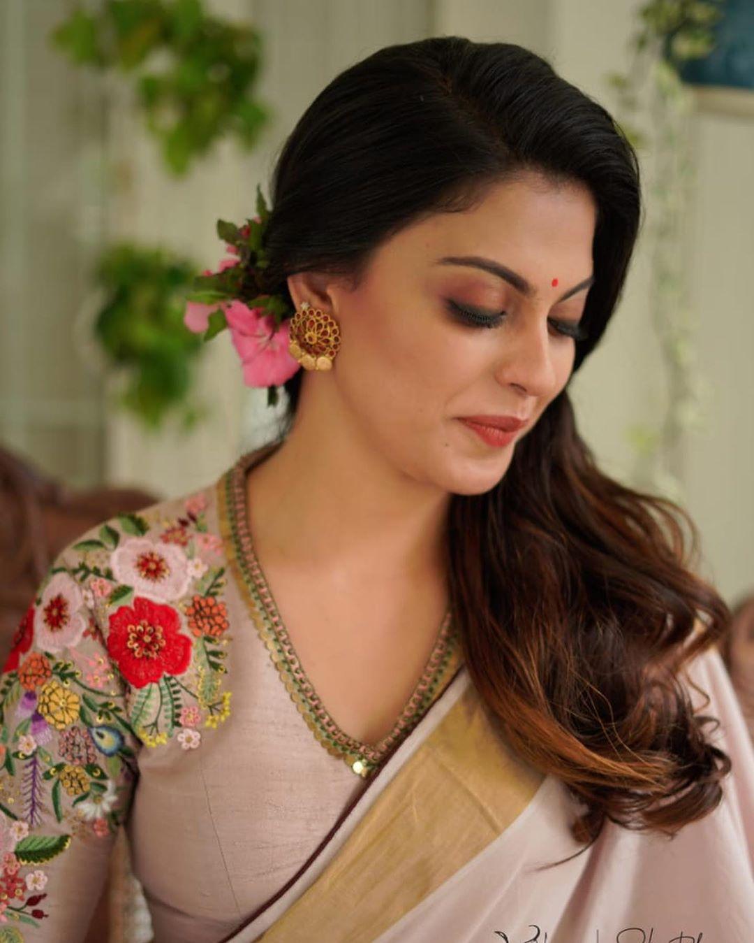 Anusree in saree photos2313 -1