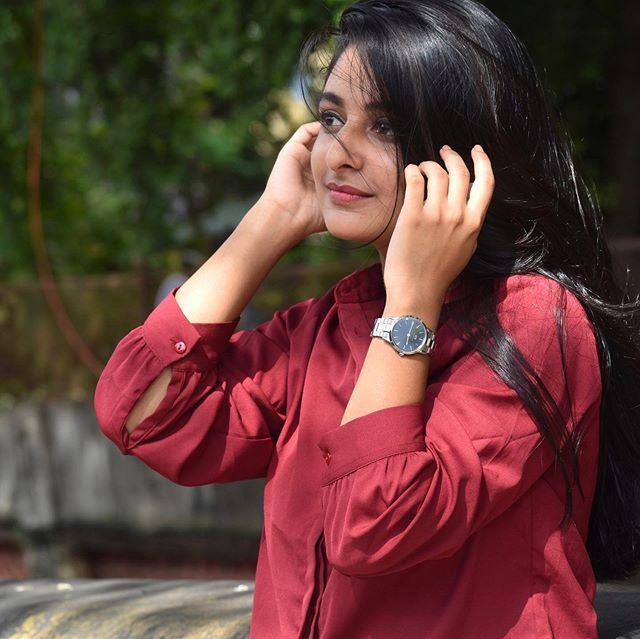 Esther Anil New look photos4512-2