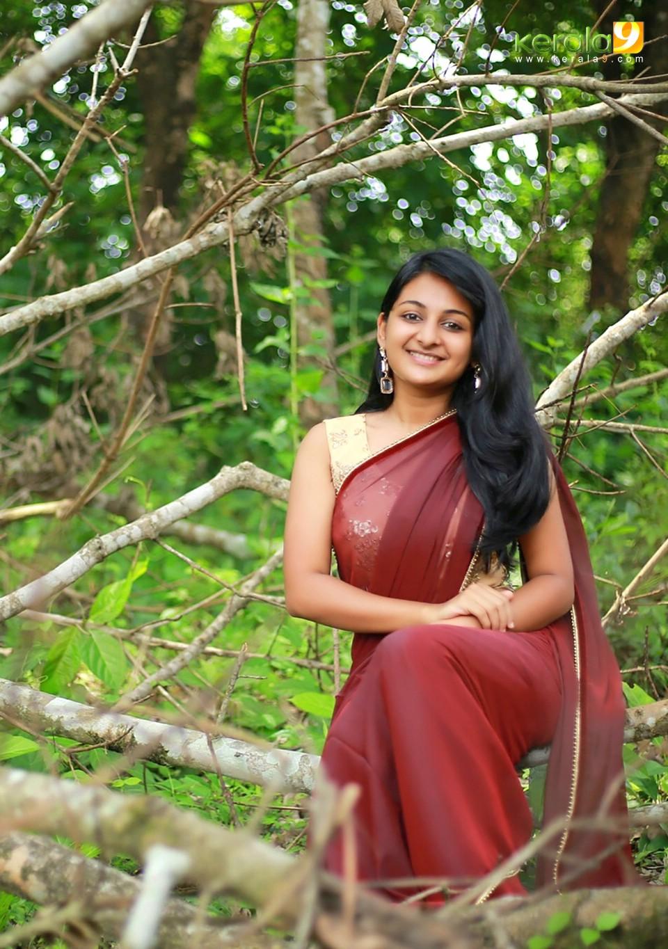 esther-anil-in-saree-latest-photos-317