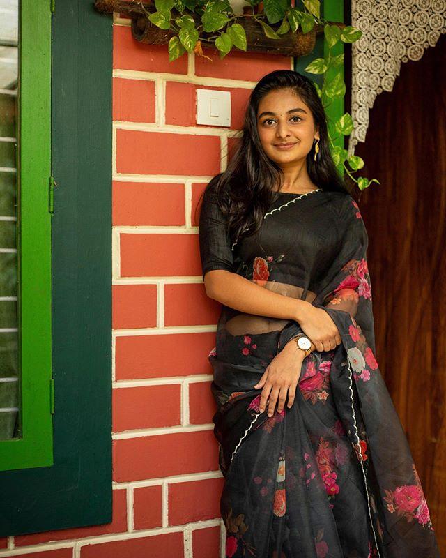 esther anil saree photos