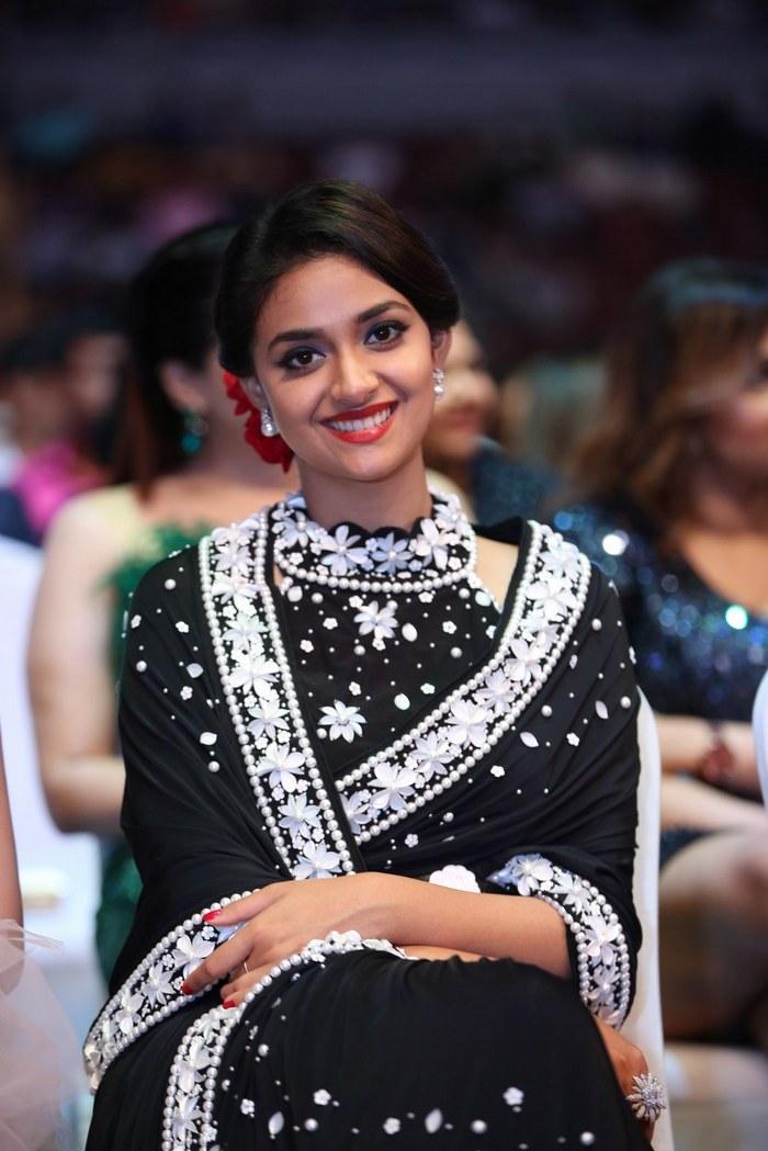 keerthi suresh latest saree photos