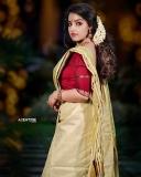 malavika-menon-latest-onam-photoshoot-in-Kerala-settu-mundu