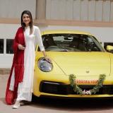 actress-mamtha-mohandas-new-photos-with-car