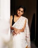 meera-nandan-new-photos-in-white-saree-002