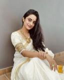namitha-pramod-new-onam-photos-in-kerala-saree-004