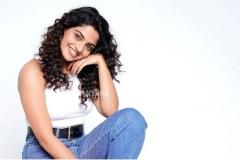 actress-nikhila-vimal-latest-photos-011