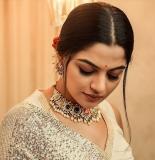 nikhila-vimal-photoshoot-in-new-look