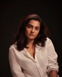 parvathy-thiruvothu-new-photo-shoot-01-001