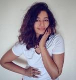 1_poonam-bajwa-pictures-021