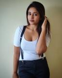 2_poonam-bajwa-pictures-012