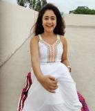 3_poonam-bajwa-pictures-006