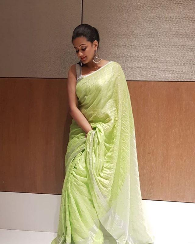 priyamani saree photos new 4512-1