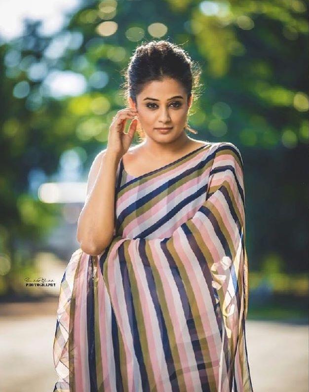 priyamani saree photos new 4512-2