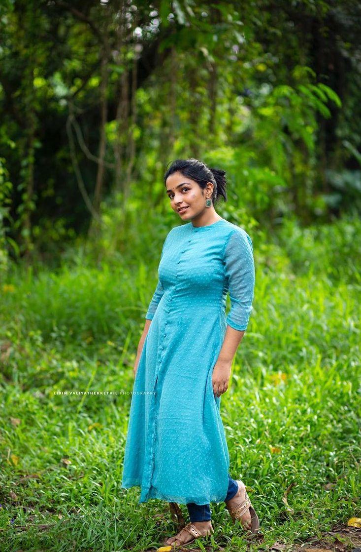rajisha vijayan latest images 014-004