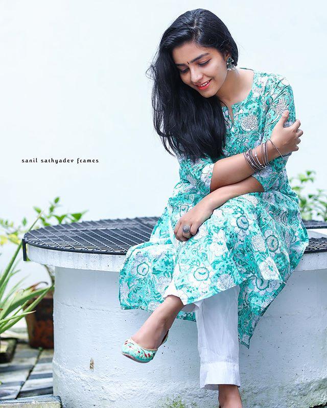 rajisha vijayan photo gallery4501-005