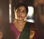rajisha-vijayan-latest-photoshoot-in-saree-004