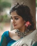 remya-nambeesan-latest-onam-photoshoot-in-Kerala-saree-002