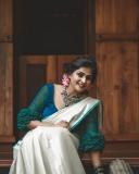 remya-nambeesan-latest-onam-photoshoot-in-Kerala-saree-003