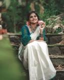 remya-nambeesan-latest-onam-photoshoot-in-Kerala-saree